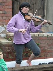 2013-10-13 Pebblebed Violinist treading grapes